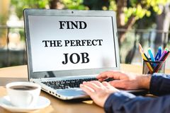 Vind Perfect Job Concept On Laptop Screen stock afbeelding