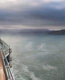 Vind piskar upp sprej av havet Wellington Harbor Royaltyfria Bilder