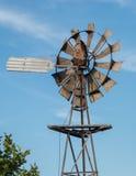 Vind rullar in Australien på en bakgrund för blå himmel Arkivbilder