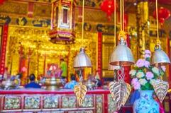 Vinden chimes i den kinesiska templet, Yangon, Myanmar royaltyfri bild