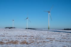 Vindkraftväxter i vintern Fotografering för Bildbyråer