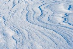Vindspår på snö Arkivfoton