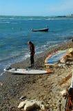 Vindsurfa på stranden Arkivfoton