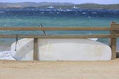 Vindsurfar tabeller i en vindsurfakonkurrens Royaltyfria Bilder