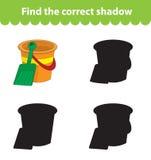 Vindt het kinderen` s onderwijsspel, correct schaduwsilhouet Stuk speelgoed de emmer en de schop, plaatsen het spel om de juiste  Stock Afbeeldingen
