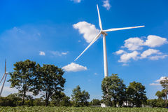 Vindturbin för alternativ energi Arkivbild