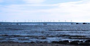 Vindturbiner på havet Arkivfoton