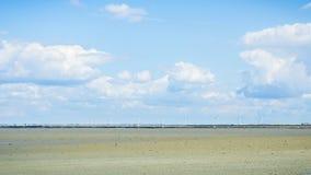 Vindturbiner på stranden Arkivbilder