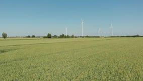 Vindturbiner producera alternativ energi stock video