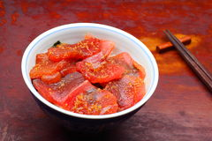 Vinegared rice topped with sliced raw tuna Royalty Free Stock Photos