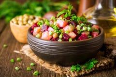 Vinegret - salada tradicional do vegetal do russo imagens de stock