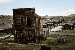 Old wooden tilted house with wooden support, cowboy village Bodie stock images