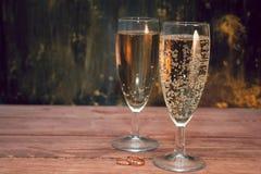 Vinexponeringsglas med vitt mousserande vin Royaltyfria Foton