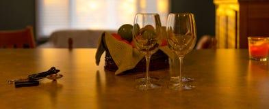 Vinexponeringsglas och frukt Royaltyfria Foton