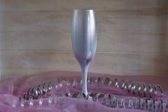 Vinexponeringsglas på en ljus bakgrund Fotografering för Bildbyråer