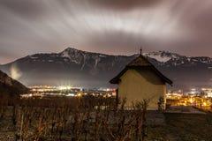 Vineyad e montagna alla notte Fotografia Stock