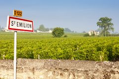 Vineyards near Saint-Emilion, Bordeaux, Francie. Europe, france, western, agriculture, agro, agronomy, country, countryside, crop, crops, cultivate stock images