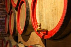 Vinfat i den antika källaren Håligt vin Fotografering för Bildbyråer