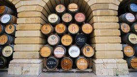Vinfat i haroen, La Rioja, Spanien arkivbild