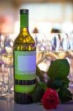 Vinflaska och panelljus för crystal exponeringsglas Fotografering för Bildbyråer