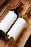 Vinflaskor i en spjällåda Royaltyfria Foton