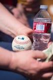 Ving de Witte Sox ventilator van Chicago een vuile bal Stock Afbeeldingen