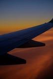 Vinge av en flygbuss under ett flyg Royaltyfria Bilder