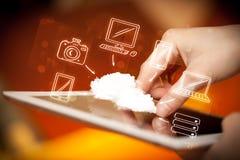 Vinger die op tabletpc richten, mobiel wolkenconcept Royalty-vrije Stock Fotografie