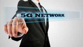 Vinger Dringend 5g netwerk op Transparant Glas Stock Afbeelding