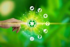 Vingeraanraking met milieupictogrammen over de Netwerkverbinding op aardachtergrond, het concept van de Technologieecologie stock afbeeldingen