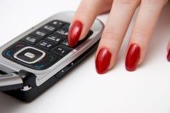 Vingers en mobiele telefoon Stock Foto's