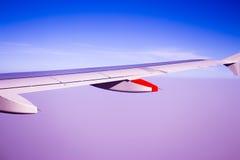 Vingflygplan i luften Fotografering för Bildbyråer