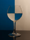 Vinglas med vatten Royaltyfria Foton