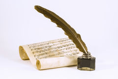 Vingpenna, bläckhornen och snirkeln med det musikaliska beteckningssystemet Arkivfoton