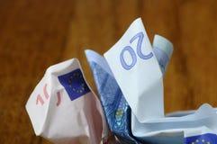 Vingt et dix euro factures chiffonnées Image libre de droits