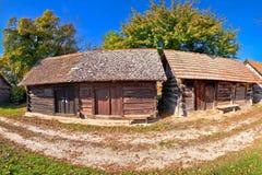 Vinhedos históricos da rua do vinho e vista panorâmica de madeira das casas de campo foto de stock