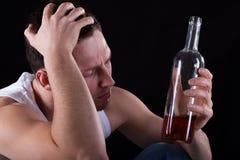Vinho bebendo do alcoólico imagem de stock