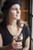 Vinho branco bebendo da jovem mulher Imagens de Stock Royalty Free
