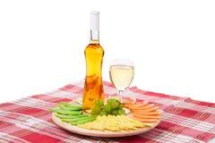 Vinho branco e queijo Imagens de Stock Royalty Free