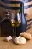 Vinho branco, pão e tambor foto de stock royalty free