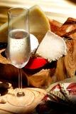 Vinho branco, queijo, amendoins Imagem de Stock Royalty Free