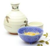 Vinho de arroz com aperitivo japonês Foto de Stock Royalty Free