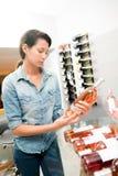 Vinho de compra para a refeição Imagem de Stock