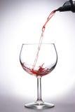Vinho de derramamento Foto de Stock