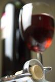 Vinho e corkscrew Imagens de Stock