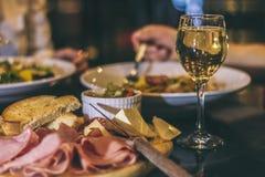 Vinho e cortes frios Foto de Stock Royalty Free