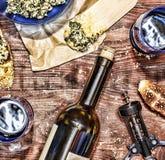 Vinho e crostini com uma pasta do abacate Dia do ` s do pai, ação de graças, Fotos de Stock