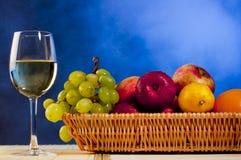 Vinho e frutas Fotos de Stock Royalty Free