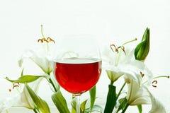 Vinho e lírios Foto de Stock Royalty Free