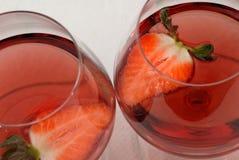 Vinho e morangos Foto de Stock Royalty Free